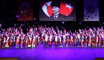 NACİ TOPÇUOĞLU MYO'DA MEZUNİYET HEYECANI