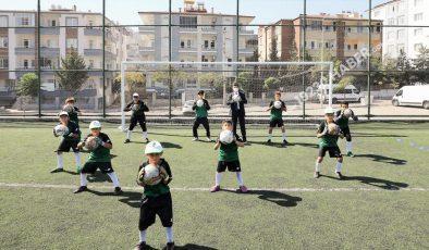Şehitkamil Belediyesi 500'ün üzerindeki gence futbol kariyeri sunuyor