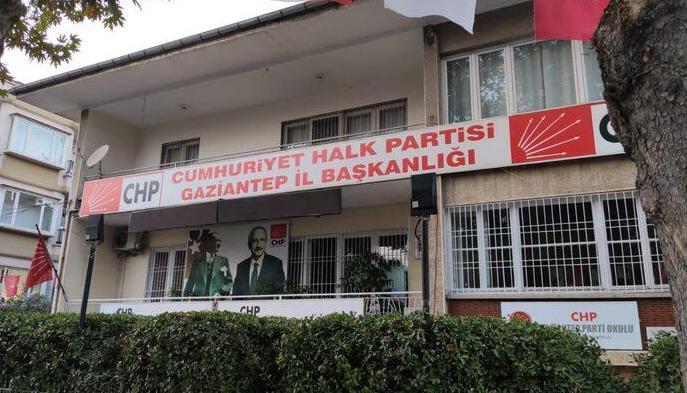 CHP'de kılıçlar çekildi…
