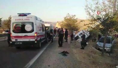 Gaziantep'te can pazarı…Yolcu minibüse ile otomobil çarpıştı: 2'si ağır 12 yaralı