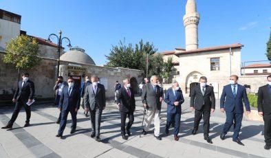 İlber Ortaylı Gaziantep'te tarihi mekanları gezdi