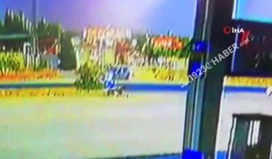 Son dakika haber: Hafif ticari araç ile otomobilin çarpıştığı kaza kamerada: 3 yaralı